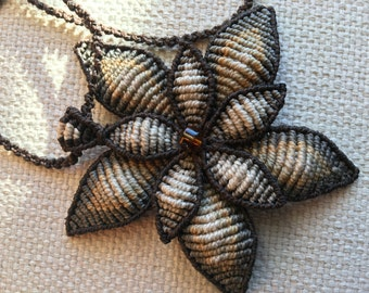 Pendant with chain macramé flower waxed thread color beige-brown clasp adjustable craftsmanship