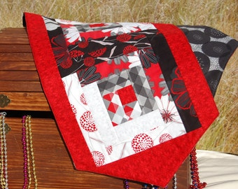 Quilted Table Runner , Black and White  table runner, log cabin table runner, table topper, table decor, table decoration, tab;e runners