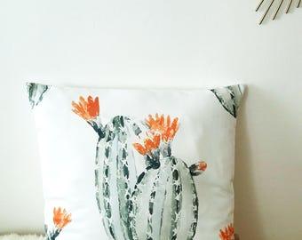 Housse de coussin Cactus et fleurs orange en satin blanc| NEW home decor 2017 / Décoration d'intérieur | Salon & Chambre |  Design Tropical