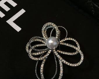 Rhinestone Brooch with center Pearl