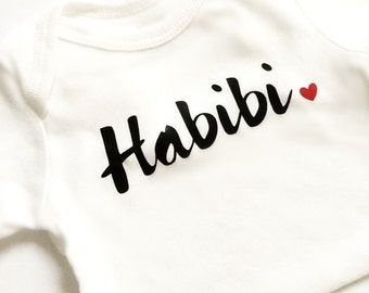 Habibi Habibti heart bodysuit, beloved, Arabic, Valentine's Day, Islamic gift, baby outfit, love, homecoming, Aqiqah, baby shower gift, Eid