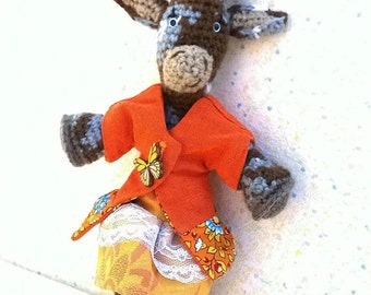 "Amigurumi goat ""Clementine"", the Tricolor biquette, dressed in mow them citrus"