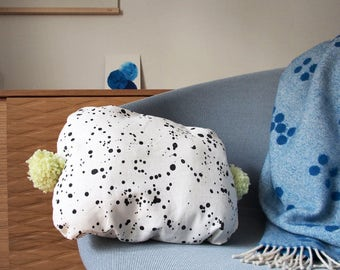 Pompon candy pillow