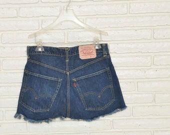 Vintage Levi's 505 Dark Blue Denim Cut Off Shorts Size 32 Jean Shorts Dark Wash Frayed Bootie Shorts