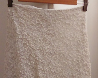 Short skirt in Ecru lace - size XS/34