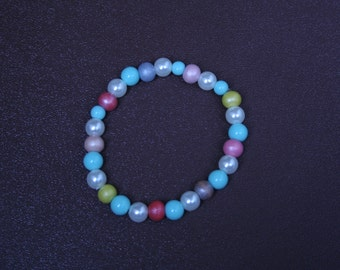 Beaded multi-coloured bracelet. Stretchy. 7 cm in diameter.