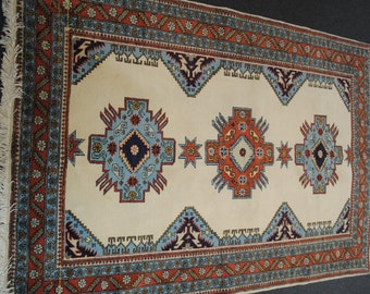 205cm x 140cm hand made authentic PERSIAN carpet.