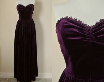 Purple Velvet PROM Dress Strapless 50s / Size S / Vintage Evening Ball Gown Maxi Dress Sweet Heart Neckline Ruched / Boho Glam Goth Punk