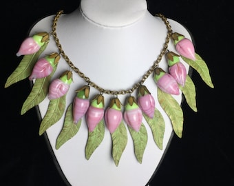 Glass flowers necklace
