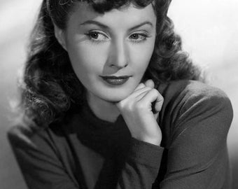 """Barbara Stanwyck Monochrome Photographic Print 06 (A4 Size - 210mm x 297mm - 8.25"""" x 11.75"""") Ideal For Framing"""