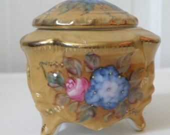 Vintage 3-footed bowl with lid