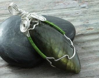 Labradorite wire wrap pendant - Silver - marquise pendant - Labradorite necklace - Green flash