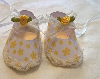 Yellow Flower Shoe Gift Tag