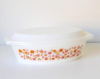 Casserole Dish // French Dish // Vintage Arcopal // Dish with lid // White dish // Owen dish // Flower dish