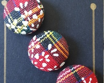 Fabric buttons Christmas plaid