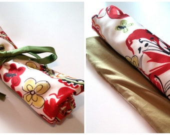 Rolled placemat with pocket and choice of zipper or button