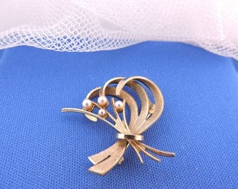 Vintage Gold Plated Seed Pearls Amerikaner A * D Brooch