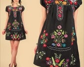 Mexican EMBROIDERED MiNi Dress ViNtAgE 70's Tunic Floral Black Cotton Artisan Made HiPPiE Boho Small Medium S M