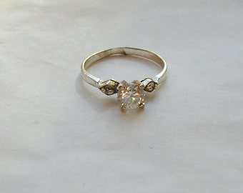 Pretty Dainty Sterling Silver CZ Ring Size 8