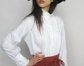 high tea -- vintage 70's ivory lace ruffle high neck blouse M