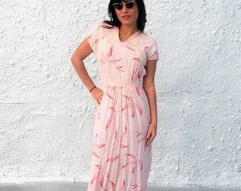Vintage 1940s Pink Hawaiian Floral Tropical Novelty Print Day Dress S/M