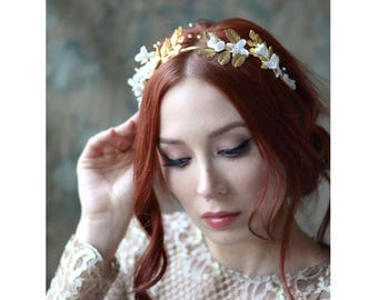 Golden leaf crown, gold tiara, goddess flower crown, gilded headpiece, whimsical wedding crown, golden hair accessory, boho bridal headpiece