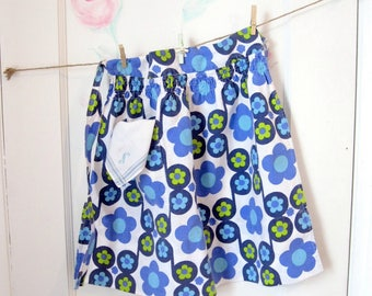 Little Girls Size 6 Apron, Childs Apron and Hanky, Little Apron, Flower Power, Seventies, Childs Size 6, Blue and White