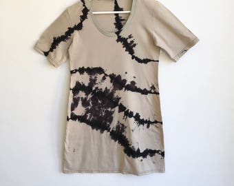 Graphic Shibori Black and Beige Tee Dress