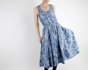 Vintage 80's sleeveless dress, full skirt, acid wash look material, printed leaf pattern, pockets, elastic waist - Small