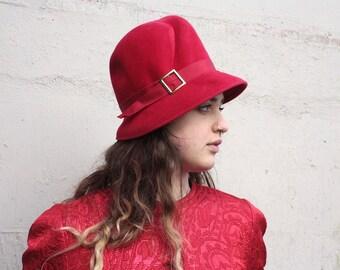 Vintage 1960's Hat // 60s Ruby Red Felt Wool Hat // Film Noir Vixen // DIVINE