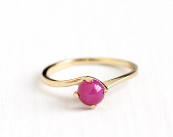 Sale - Vintage 14k Yellow Gold Created Pink Star Sapphire Ring - Retro 1970s Size 5 1/2 Retro Asterism Hot Pink Cabochon Dainty Fine Jewelry
