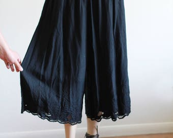 Vintage Black High Waisted Cropped Culottes / Wide Leg / Lace Burn Out Detail / S