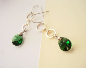 Green Crystal Earrings, Geometric Earrings, Greenery, Long Earrings, Everyday Jewelry, Teardrop Earrings, Nature Earrings, Organic Jewelry