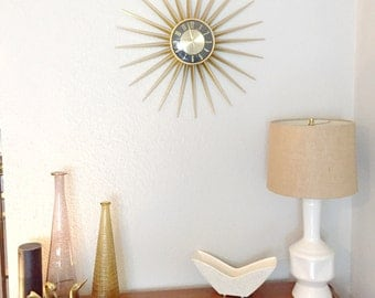 White vintage ceramic table lamp with geometric design.
