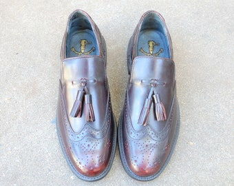 Vintage Mens 8.5 Executive Imperials Slip On Loafers Wingtips Medallion Toe Burgundy Leather Classic Dress Shoes Oxfords Brogues