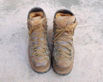 Vintage Mens 7 Vasque Classic Hiking Boots Work Boot Alpine Hiker Trail Peak Boots Hightops Lace Up Heavy Duty Durable Mountaineering Biker