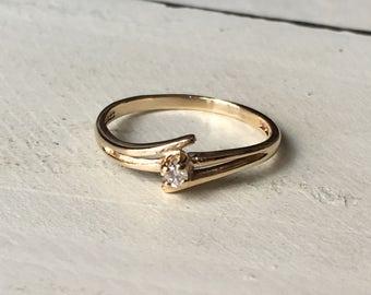 Vintage 10k Yellow Gold Diamond Ring. Vintage Gold Ring. Pinky Ring. Diamond Ring. Promise Ring - Size 3.5