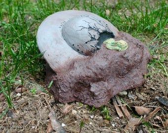 Alien Spaceship Crash Garden Decoraction