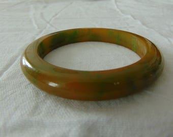 vintage spinach green butterscotch bakelite bagle bracelet
