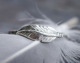 Sterling Silver Feather Ring, Unique Wedding Ring, Hammered Band, Bohemian Stacking Ring, Girlfriend Gift, Handmade, Valentines Day Gift