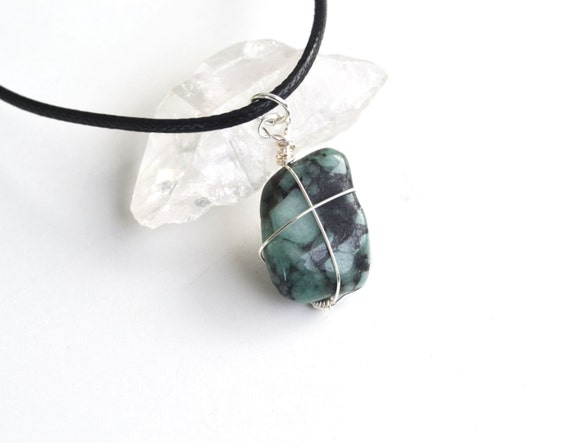 Emerald Necklace, Tumbled Emerald, Raw Emerald Necklace, Green Emerald, Gifts for Sister, Love Stone, Canadian shop