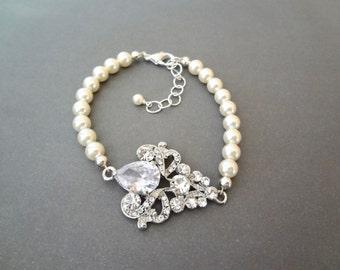 Pearl bracelet ~ Fleur de lis ~ Royals ~ High quality, Wedding bracelet, Crystal bracelet ~ Brides bracelet, Wedding bracelet, Lux