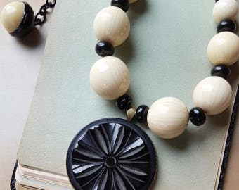 Deco Necklace Black and Cream Jewelry, SUPER Chunky Bakelite Necklace Beaded, Large Pendant Statement Necklace Bakelite Jewelry veryDonna