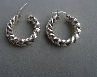 Twisted silver round earrings.