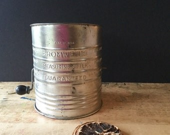 Bromwell's Flour Sifter, Vintage Sifter, Farmhouse Kitchen, Retro Baking Kitchen Ware, Baking Small Ware, Rustic Decor, Vintage Kitchen Tool