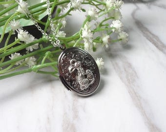 Lovely Squirrel  Oxidized Silver Color Oval Picture Locket Pendant Necklace 0335
