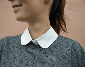Faux shirt collar face with red lips / Malicieuse accessories