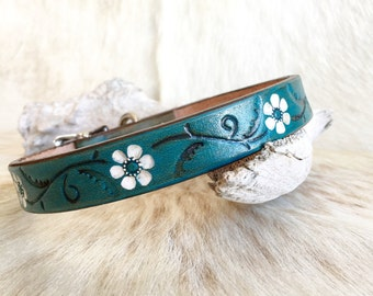 Turquoise leather dog collar with white flower accents, daisy, daisies