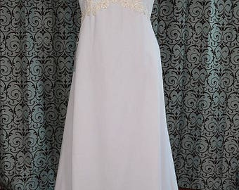 Vintage A-line White Wedding Dress with Sheer Short Sleeves & Semi Cathedral Train, Size 22