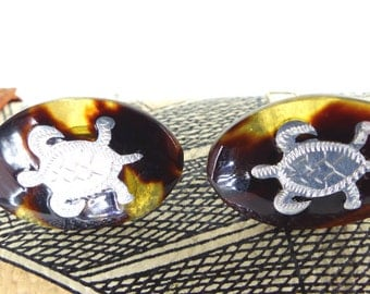 Gorgeous oval tortoise shell cufflinks with little etched silver turtles mounted on the front. Collector set of cufflinks